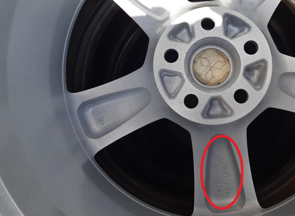 Маркировка на внутренней стороне спиц диска