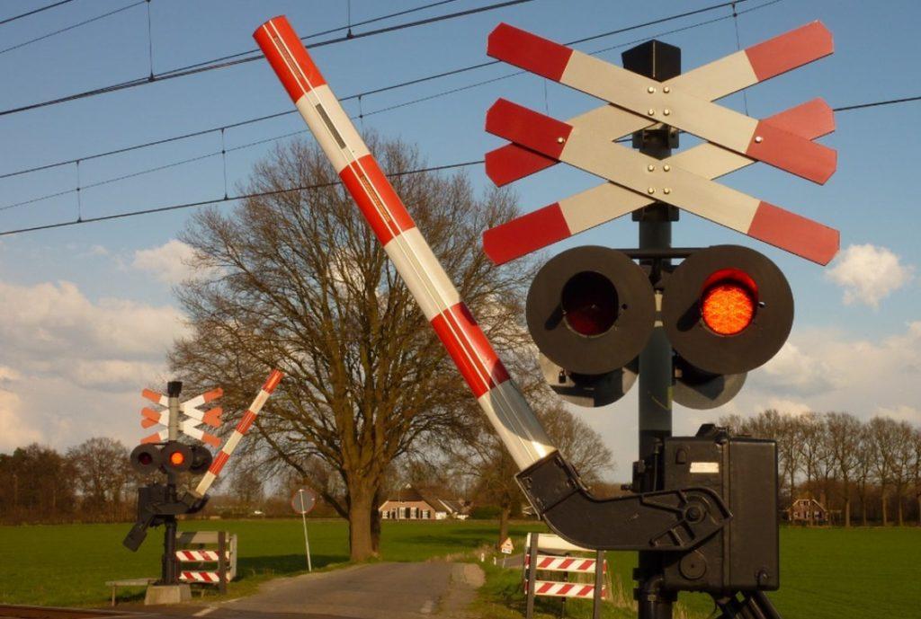Красный сигнал на Ж/Д переезде